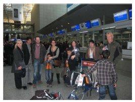 Abschied von den Gasteltern im Frankfurter Flughafen