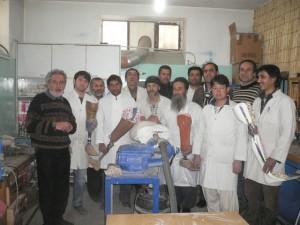 Aufgenommen in der Werkstatt in Kabul. Herr Nawabi rechts hinten in Pullover
