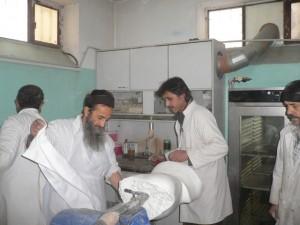 Werkstatt in Kabul: Mitarbeiter bei der Arbeit